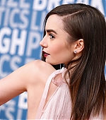 lily-collins-15~2.jpg