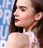 lily-collins-3~2.jpg